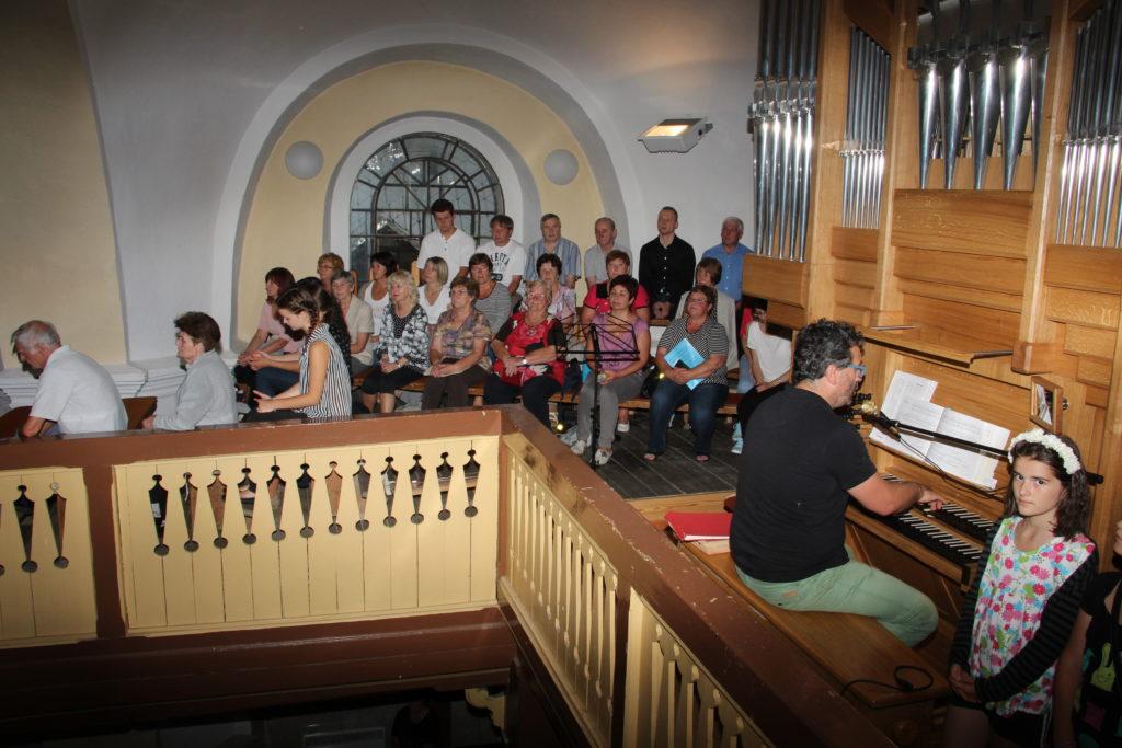 organista a miestny spevycky zbor