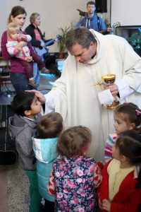 Svätá omša pre mamy s deťmi